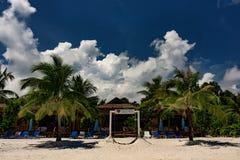 酸值荣Samloem的美丽的热带海滩 图库摄影