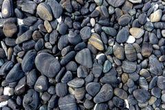 酸值hin ngam的,Tarutao国立公园,Satun,泰国湿黑小卵石石头海岛 库存图片