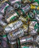 酸值Kud,泰国- 2016年2月02日:半新饮料罐头聚集 库存照片