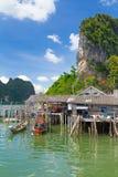 酸值Panyee Phang Nga海湾的渔夫村庄 库存照片