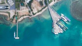 酸值Phangan国际性组织口岸鸟瞰图  库存照片