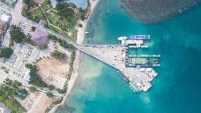 酸值Phangan国际性组织口岸鸟瞰图  免版税库存图片
