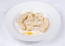 酸奶干酪懒惰饺子与酸性稀奶油的 免版税库存图片