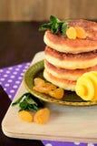 酸奶干酪薄煎饼, syrniki 免版税库存图片