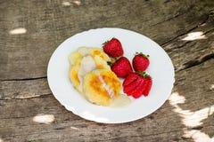 酸奶干酪薄煎饼 免版税图库摄影