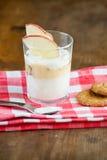 酸奶杯子 免版税库存图片
