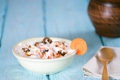 酸奶用红萝卜和核桃 土气 库存照片
