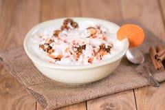 酸奶用红萝卜和核桃 土气 免版税库存图片