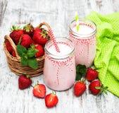 酸奶用草莓 图库摄影