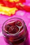 酸樱桃果酱的瓶子 免版税库存图片