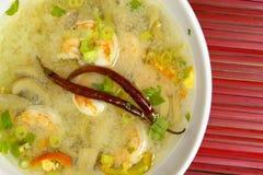 酸热大虾的汤 免版税库存图片