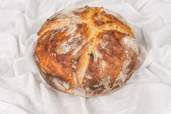 酸面团面包新鲜的被烘烤的大面包 库存图片