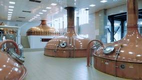 酿造与古板的水壶的工厂单位 影视素材
