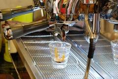 酿造咖啡煮浓咖啡器 免版税库存图片