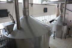 酿造生产-捣碎大桶啤酒厂,顶视图 库存照片