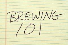 酿造101在一本黄色便笺簿 免版税库存照片