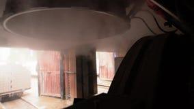 酿造 蒸汽特写镜头视图从烘干机的 股票录像