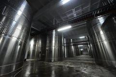 酿酒厂钢罐 库存照片