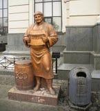 酿酒者的雕塑在利沃夫州 免版税库存图片