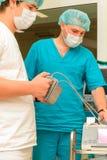 麻醉学者在以前手术室 库存照片