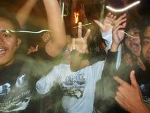 醉酒的庆祝Ogoh-Ogoh的巴厘语年轻人 免版税库存照片