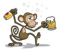 醉酒的猴子 图库摄影