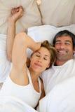 醒来美好的夫妇  图库摄影