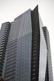 醒目有角高层建筑物在街市温哥华 库存图片