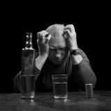 醺酒的老人画象  免版税库存照片