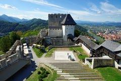 采列中世纪城堡在河萨维尼亚河上的斯洛文尼亚 库存照片