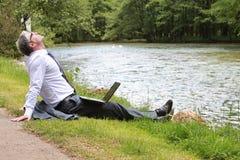 采取一个休息的商人 免版税库存图片