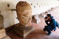 采取古色古香的大菩萨头雕塑照片在Pha的人Luang在万象,老挝 图库摄影