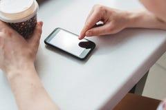 采取咖啡休息的年轻人在咖啡馆 库存图片