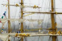 采取在三在雨和雾的被上船桅的船风帆  免版税库存图片
