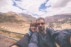 采取在印加人的神圣的谷的旅客selfie,秘鲁 库存照片