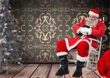 采取在摇椅的圣诞老人休息 库存照片