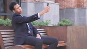 采取在电话的设计师画象Selfie 影视素材