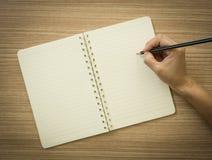 采取在笔记本的笔记 免版税库存照片
