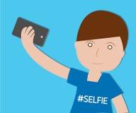 采取在蓝色背景的男孩Selfie 免版税库存图片