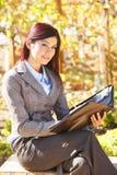 采取妇女的企业附注 免版税库存照片