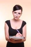 采取妇女的附注 免版税库存图片
