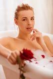 采取妇女的浴 免版税库存图片