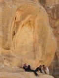 采取岩石的约旦人一基于, PETRA,约旦 库存图片
