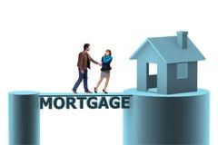采取房子的家庭的概念抵押贷款 免版税库存照片
