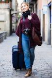 采取旅途的女孩 免版税库存照片