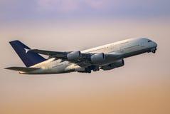 采取的飞机 免版税库存照片