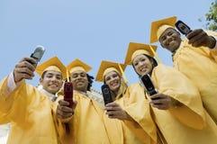 采取自画象的小组毕业生 库存图片