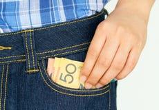 采取钞票在口袋外面 库存图片