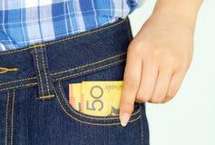 采取钞票在pocket2外面 免版税库存图片