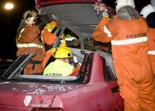 采取顶层的消防员 免版税库存照片